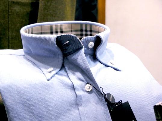 Комір-стійка не виходить з моди багато десятиліть