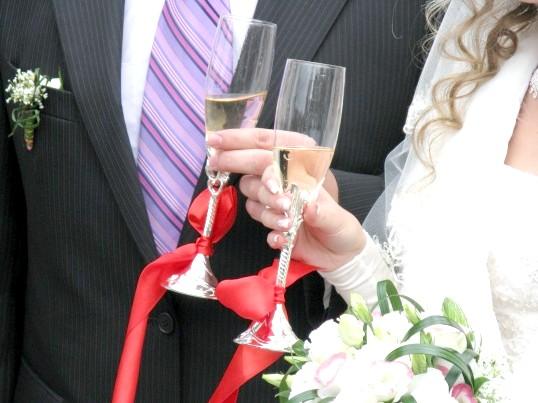 Як прикрашати келихи на весілля