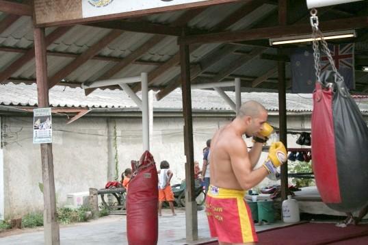 Як повісити боксерський мішок